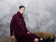 底色女士服装设计师用时3个月塑造的一款流行服装